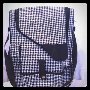 Houndstooth at Ascot wine and cheese carrier